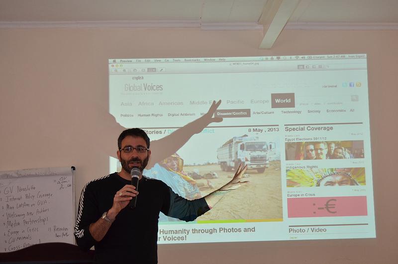 Изпълнителният директор на Иван Сигал представя новия дисайн на сайта. Идва скоро! Серия GV2012 във Flickr (@Rezwan, CC-by-NC-SA 2.0)