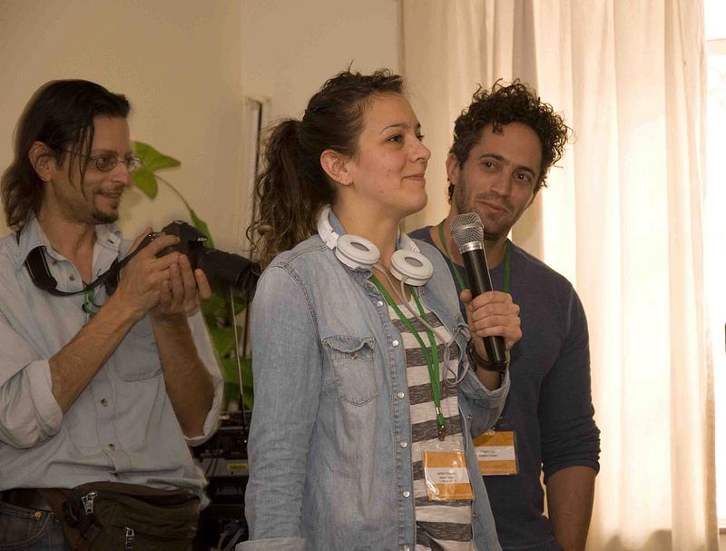 Джамила от BBC, Гилад от New York University и Астерис от Гърция привличат участници в следобедните работни групи. Серия GV2012 във Flickr (@LauraSchne, CC-by-NC-SA 2.0)